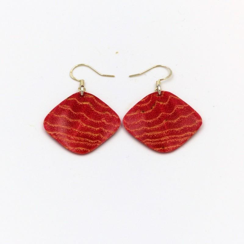 Boucles d'oreille en bois de frêne teinté rouge