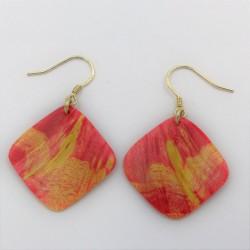 Boucles d'oreilles en bois de loupe d'érable teinté rouge